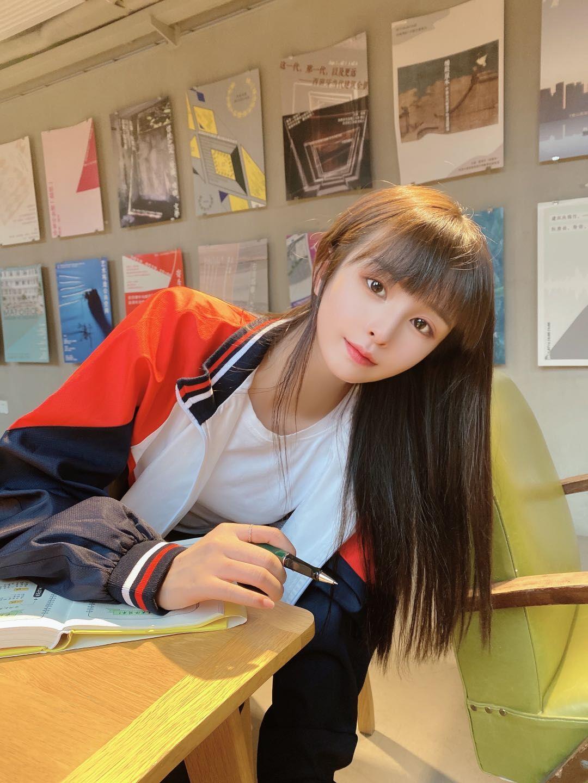 清纯学生妹-糟糕是初恋的感觉图2